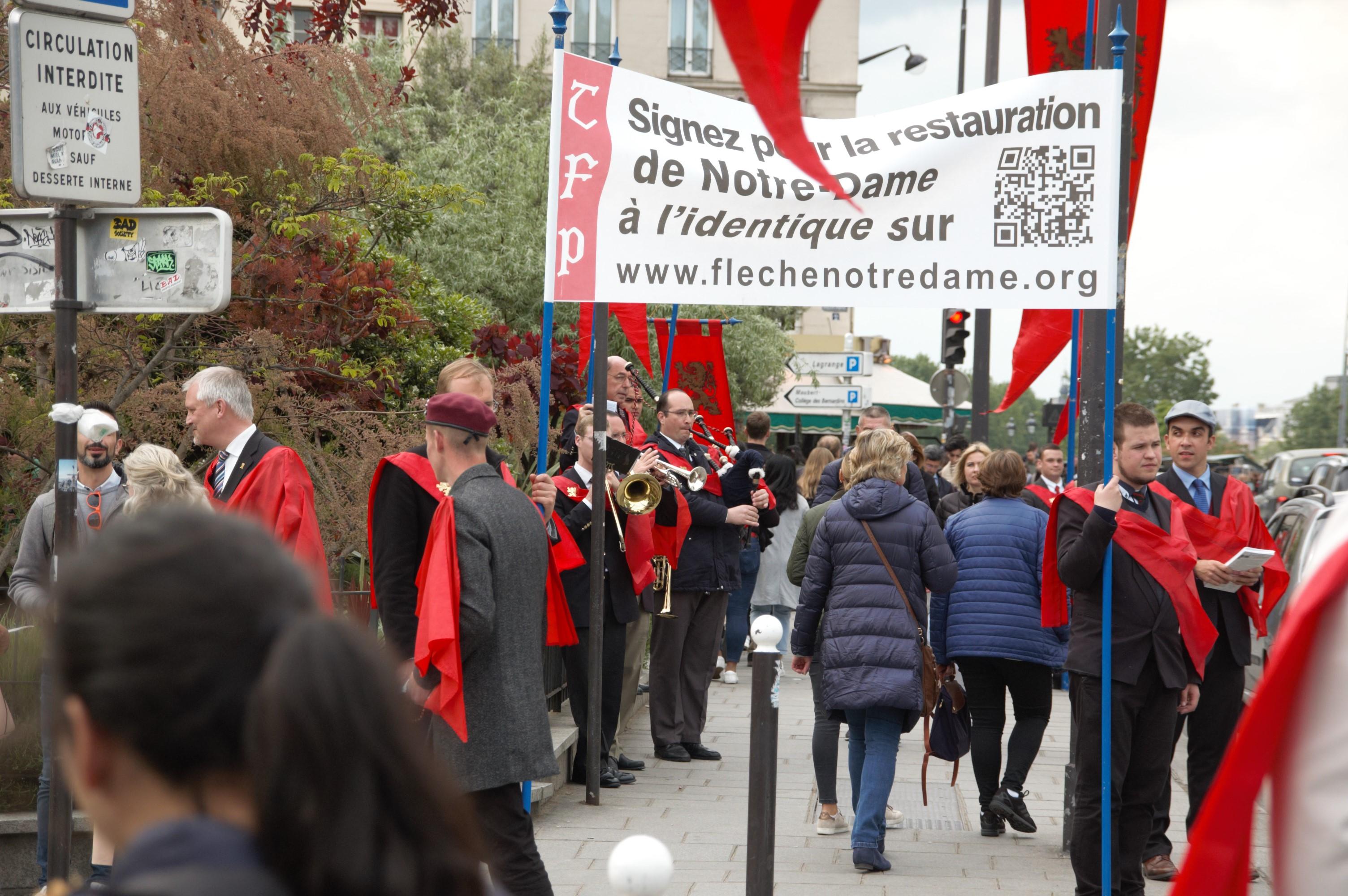 Cinquante mille signatures pour la restauration de Notre-Dame à l'identique!